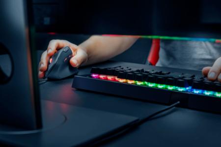 "Trust Gaming、新感覚エルゴノミクスデザインの""縦型""ゲーミングマウス「GXT 144 Rexx Vertical Gaming Mouse」発表。1月25日(金)より国内取り扱い開始"