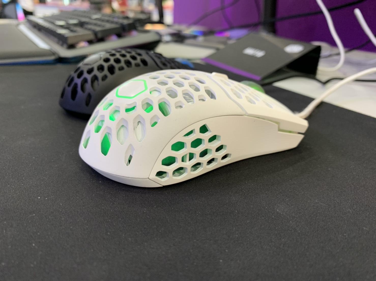 Cooler Master、本体重量わずか52gのゲーミングマウス「Cooler Master MM710」発表。価格は49.99ドルで、米国Amazonにて予約販売開始