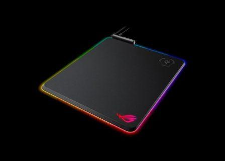 ASUS、Aura Sync対応の光るマウスパッド「ROG Balteus Qi」発表。スマートフォン等のQiワイヤレス充電機能を搭載