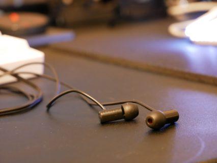 「final E500」レビュー。バイノーラル音源の再生に適した2,000円イヤホンのパフォーマンスを検証