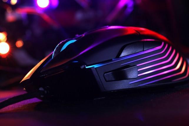 Dream Machinesの新作ゲーミングマウス「Dream Machines DM5 Blink」国内発売。価格は税込5,680円