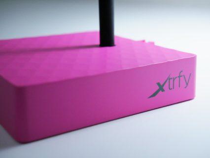 「Xtrfy B4」レビュー。柔らかいシリコンアームを備えた5色展開のシンプルなマウスバンジー