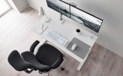 Razer、オフィス家具ブランドHumanscaleとコラボした無線マウス「Razer Pro Click」とキーボード、マウスパッドを発表