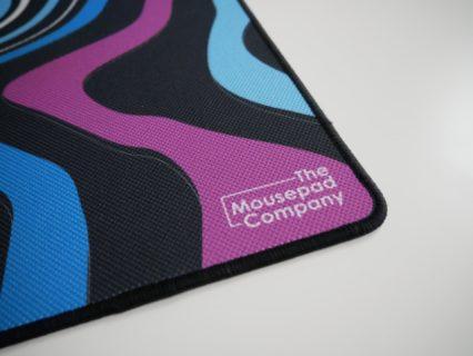 「The Mousepad Company Strata Bold」レビュー。独特な滑走面と豊富なデザインが魅力のゲーミングマウスパッド