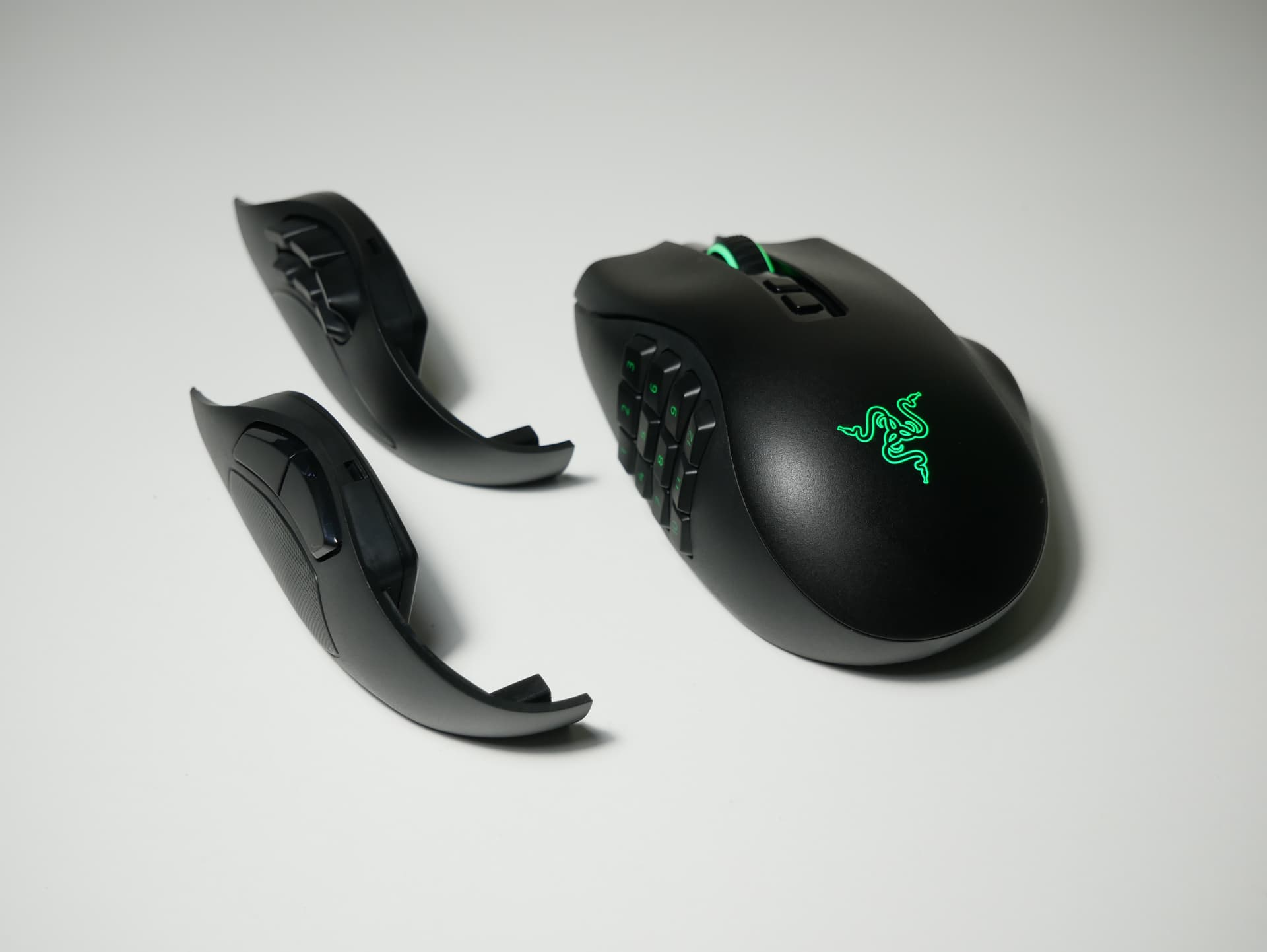 「Razer Naga Pro」レビュー。サイドプレート交換によって複数ジャンルに対応する無線ゲーミングマウス