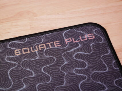 「X-raypad Equate Plus」レビュー。フリックの軽快さと強いストッピング性能を兼ね備えたゲーミングマウスパッド